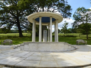 Magna_Carta_Memorial_9
