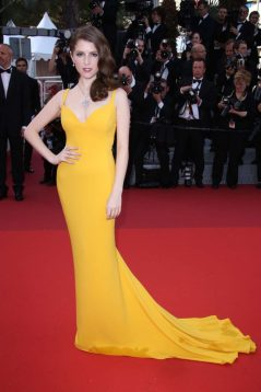 Anna Kendrick shines in this sunshine gown
