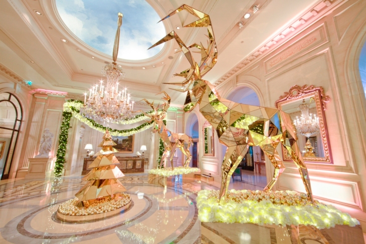 Holiday Decor at Four Seasons Hotel George V Paris. Photographer: Guillermo Aniel-Quiroga